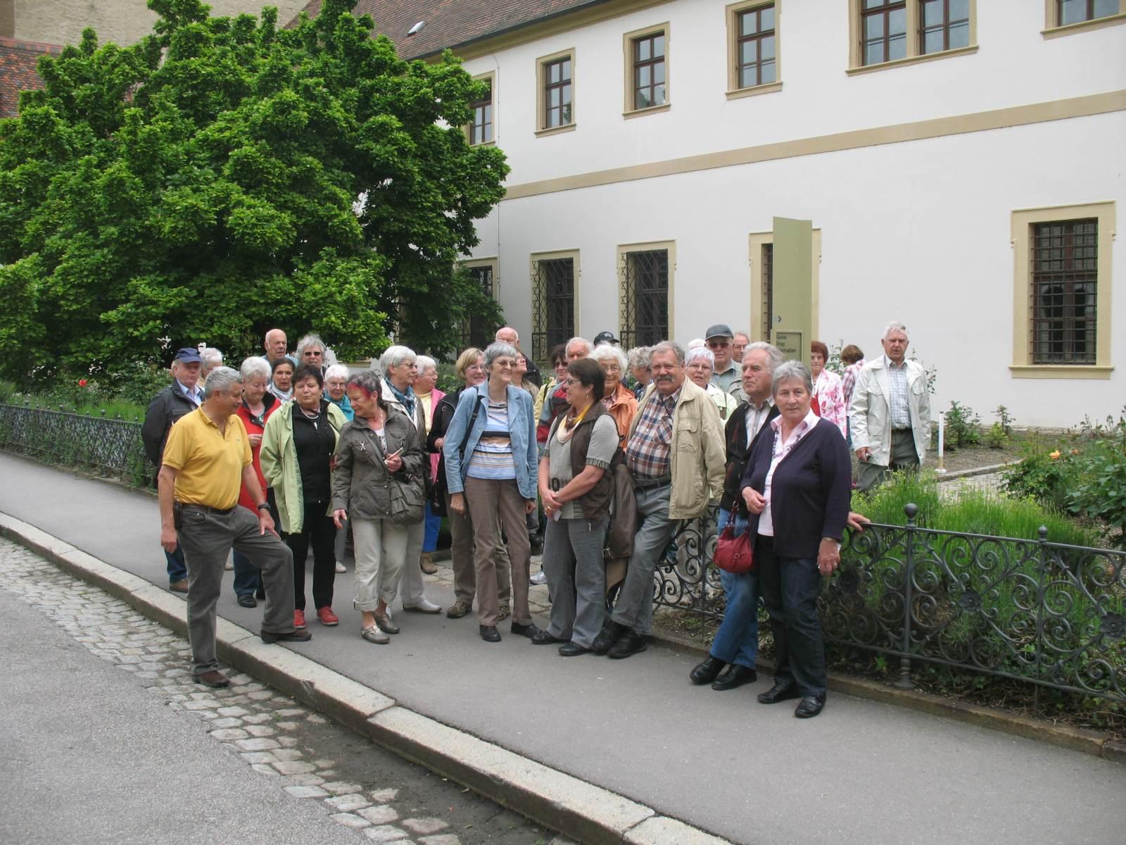2013_06_11 Regensburg, Am Eingang zum Schloss