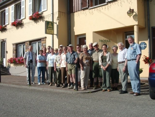 2005_06_16 Jahresausflug ins Elsass, vor dem Hotel