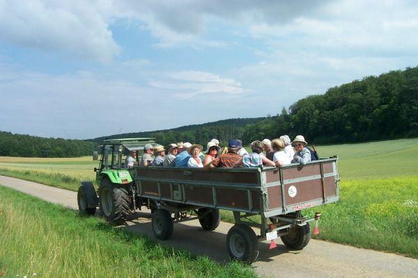 2006_07_08 Iptingen, Mit Adolf Flattich unterwegs